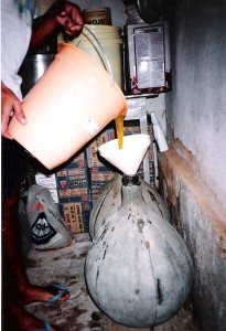 Glass carboy with external cement paste